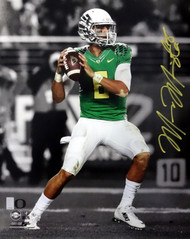 Marcus Mariota Autographed 16x20 Photo Oregon Ducks MM Holo Stock #89224