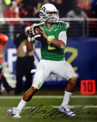Marcus Mariota Autographed 16x20 Photo Oregon Ducks MM Holo Stock #89225