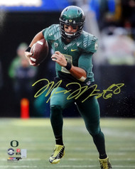 Marcus Mariota Autographed 16x20 Photo Oregon Ducks MM Holo Stock #89226