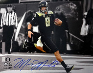 Marcus Mariota Autographed 16x20 Photo Oregon Ducks MM Holo Stock #89243