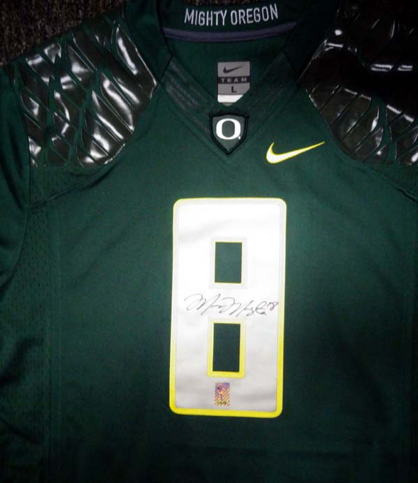 buy online 4fceb c67a2 Oregon Ducks Marcus Mariota Autographed Green Nike Jersey Size L MM Holo  Stock #89858