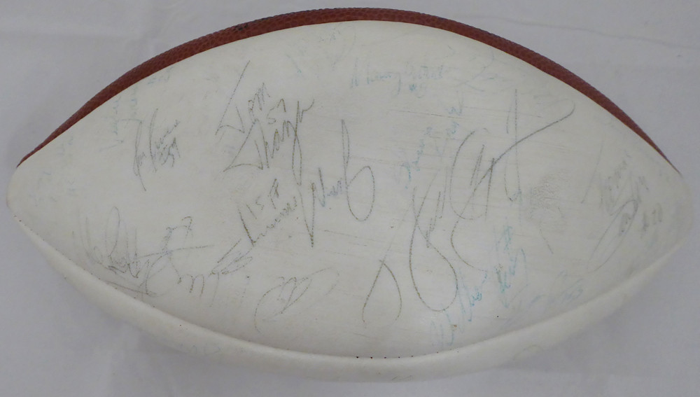 the best attitude ffa20 80875 1985 Chicago Bears Multi Signed Autographed Football With 46 Signatures  Including Walter Payton JSA #B61193
