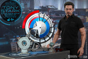 Hot Toys - Iron Man 2 - Tony Stark with Arc Reactor Creation Accessories
