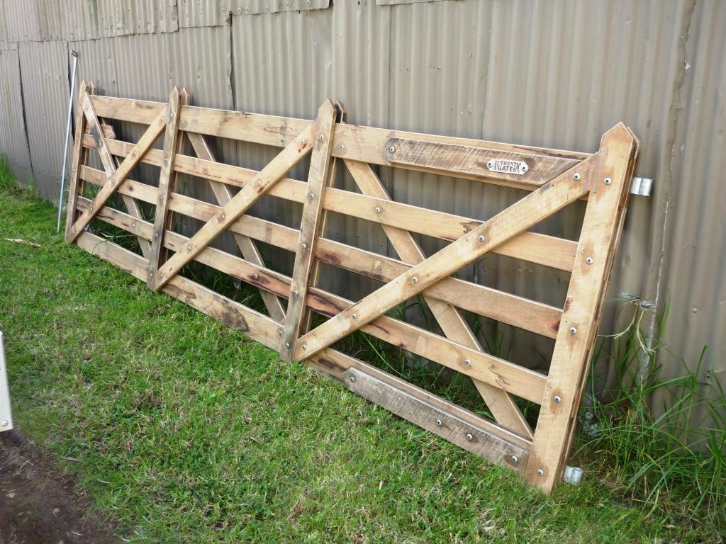 Vineyard Gate - 3.9m - fitted with optional safenuts