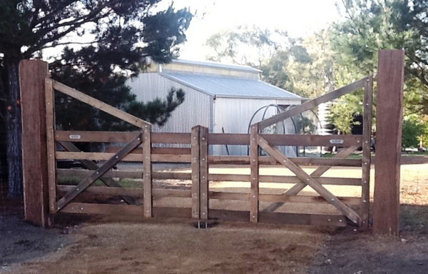 Double Manor Gates