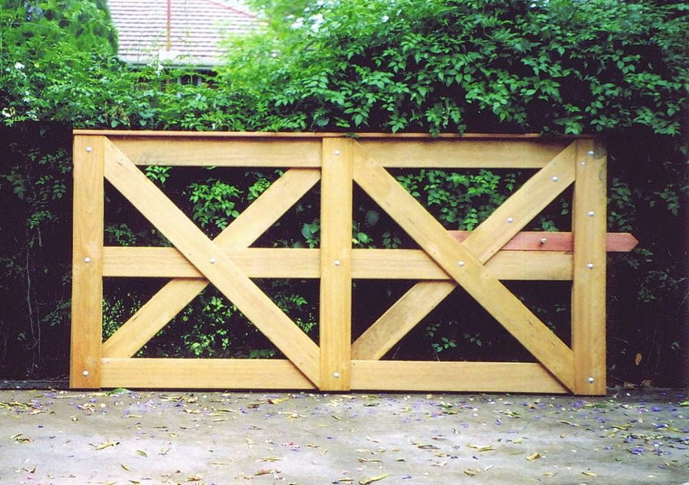 2.4m Saxon Gate