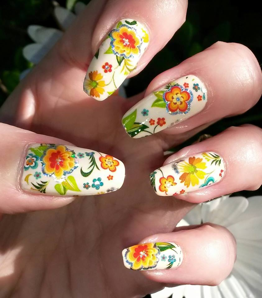 retro-flower-nail-art-foil-nail-design.jpg
