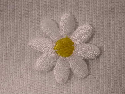 White daisy embroidered iron on appliques patches in