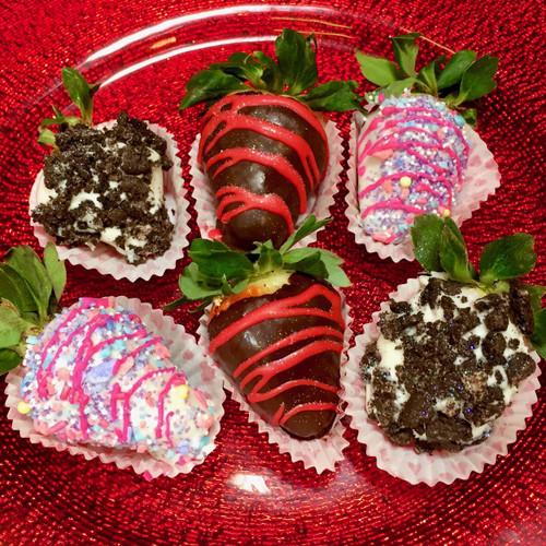 Fancy Assortment: 2 each of Dark Chocolate, Unicorn, and Cookies & Cream Strawberries.
