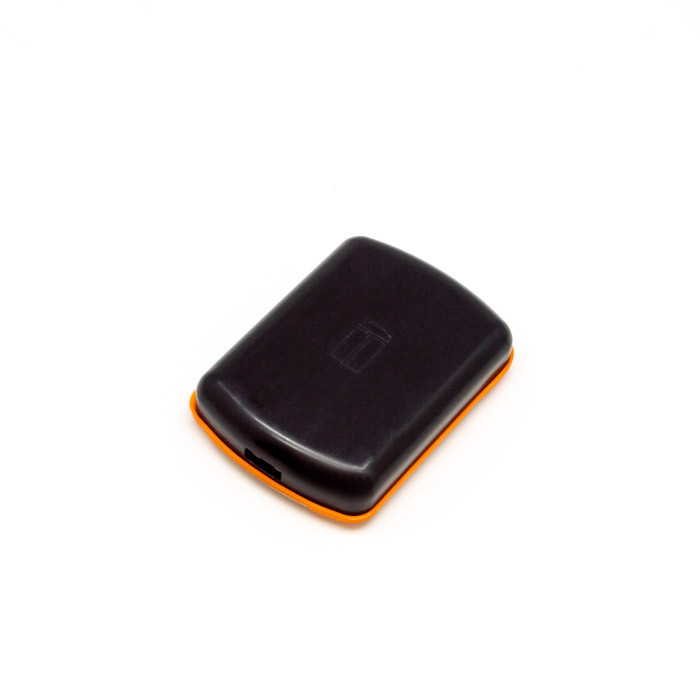 GPS945 iTrail Button side usb view