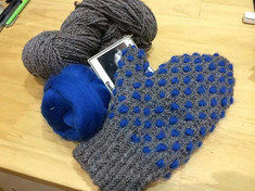 Artists' Colony Mittens by Linda Ritchie Unger