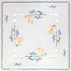 German Linen Daffodils Square Doily LNNARZISSEN35X35