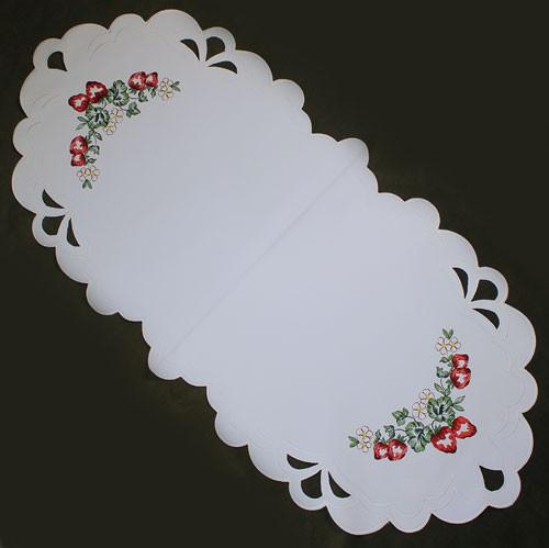 German Strawberry Oval Tablecloth LNERDBEERE41X89