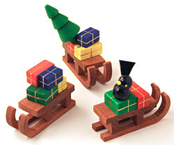 Wooden German Figurine Set of 3 Sleds RP198X014X1