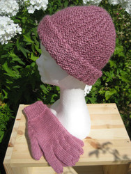 Hand-knitted hat in various natural colours of Wensleydale wool. Ladies.