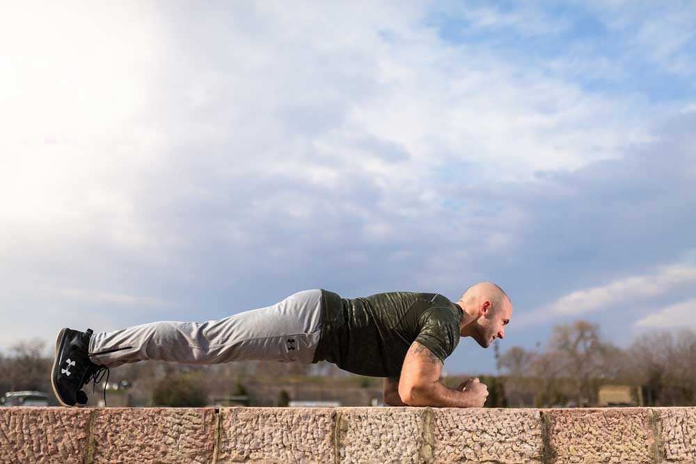 33fuel how to keep fit in the city - the dreaded plank