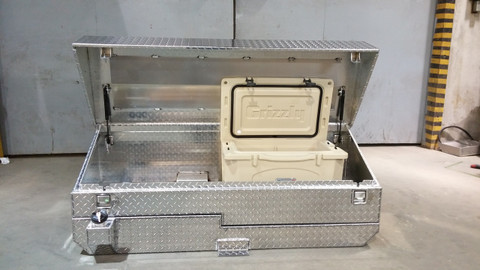 AT32CT, 32 gallon aluminum auxiliary fuel tank. Cool'N'Tool Tank Combo by Aluminum Tank & Tank Accessories, Inc. Cooler Tank and Toolbox. Call us today: 800-774-3047