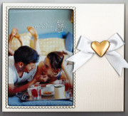 Photo Frame with Heart Motif (PL105W)