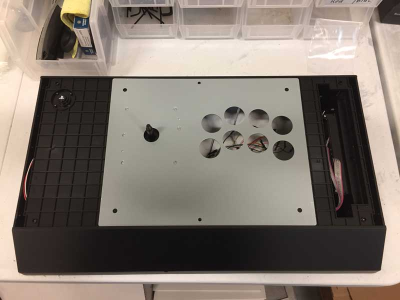 Hori Edge PS4 Artwork/Plexi Install - Step 8