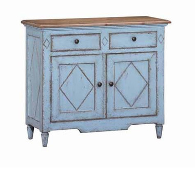 A true heirloom quality piece with the finish to match, the Pine Bluff Accent chest offers diamond accent styling on it's front doors with solid fitted drawers on top.  Its breakaway pale blue finish offers the look of a true antique piece, an impressive addition to any home.