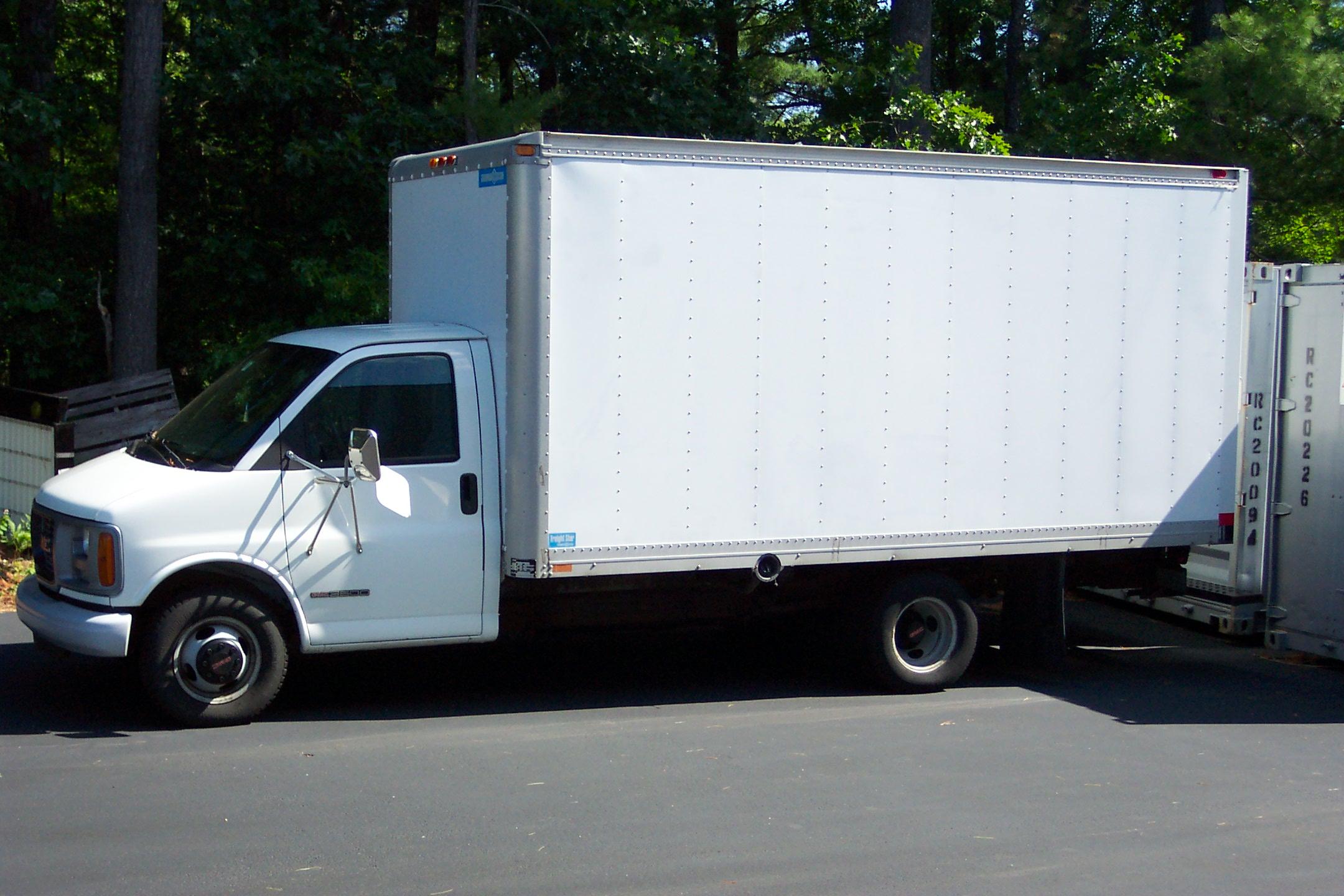 2000-gmc-box-truck-001.jpg