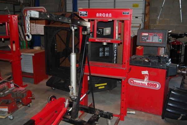 Used automotive equipment used car lifts used for Parlour equipment