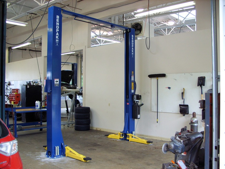 Challenger lifts e10 vs bendpak s xpr 10 comparing and for Shop hoist plans