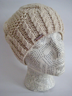 Classic cable knit beanie hat for women