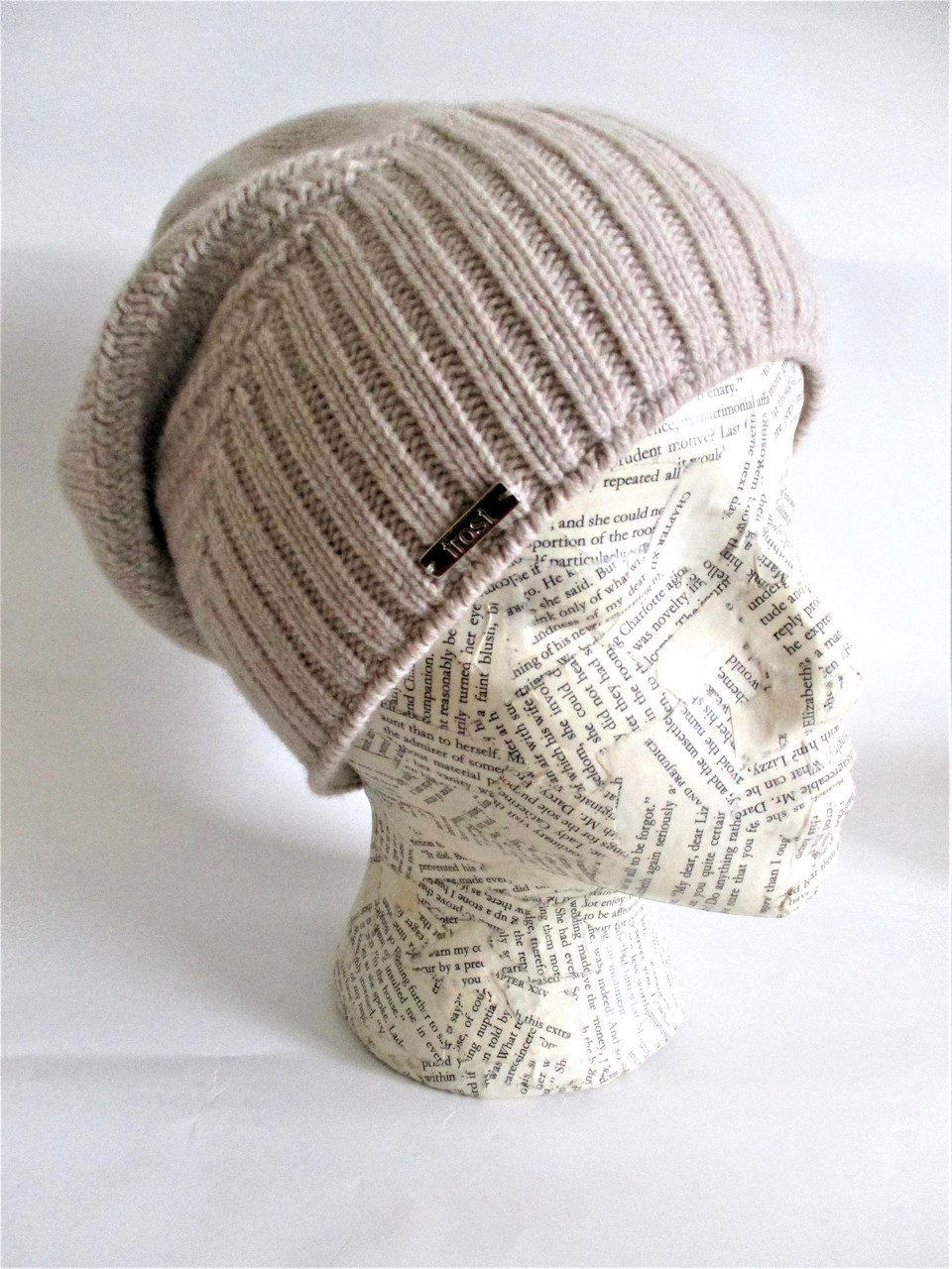 Slouchy cashmere hat lined with fleece band. Image 1. Loading zoom 0349beec5bf