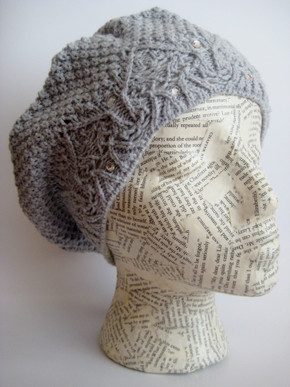 Knitted beret hat for women