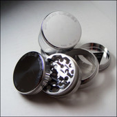 Space Case Grinder - 4 Piece Sifter -  Medium - Magnet