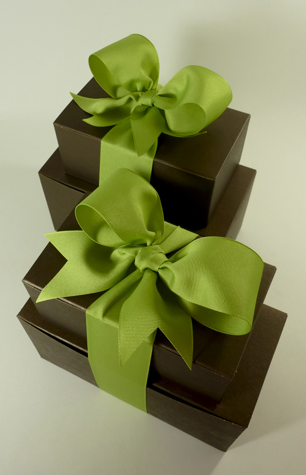 multi-pack-gifts-brown-boxes-with-green-grosgrain-ribbon.jpg