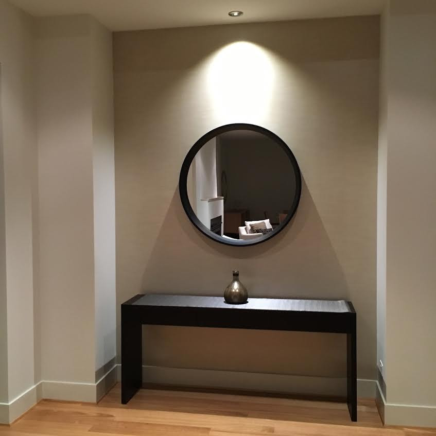 Round Mirror in a recess