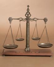 Balance avec pesée couleur bronze antique