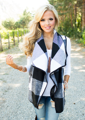So Intrigued By You Plaid Vest Black/White