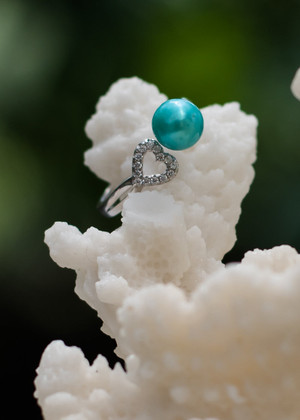 Dainty Heart Sterling Silver Ring - LIVE PEARL OPENING