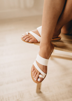 The Shoreline Sandals White