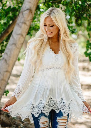 Butterfly Crochet Lace Scalloped Detail Top Ivory