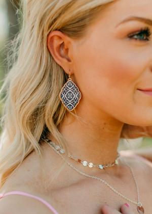 Cute Medallion Designed Earrings Black/White