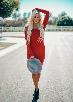 Beautiful Ribbed Knit Midi Dress Rust