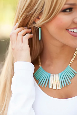 If Looks Could Kill Necklace Turquoise