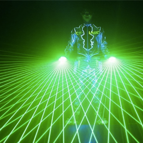 Laser_gloves_nightclub