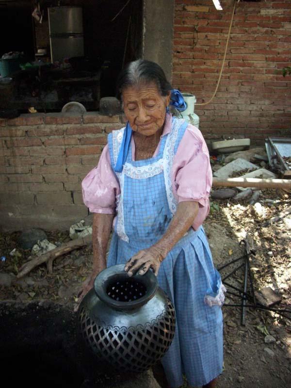 dona-rosa-90-years-old.jpg