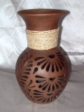 HMB-34 Classic Vase Brown with Filigree and Braid