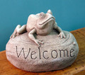 "GARDEN DECOR - ""LEAP FROG"" STONE WELCOME GARDEN SCULPTURE - AGED STONE FINISH"