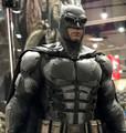 BATMAN HOT TOYS TACTICAL BATSUIT VERSION SIXTH SCALE FIGURE - JUSTICE LEAGUE MMS