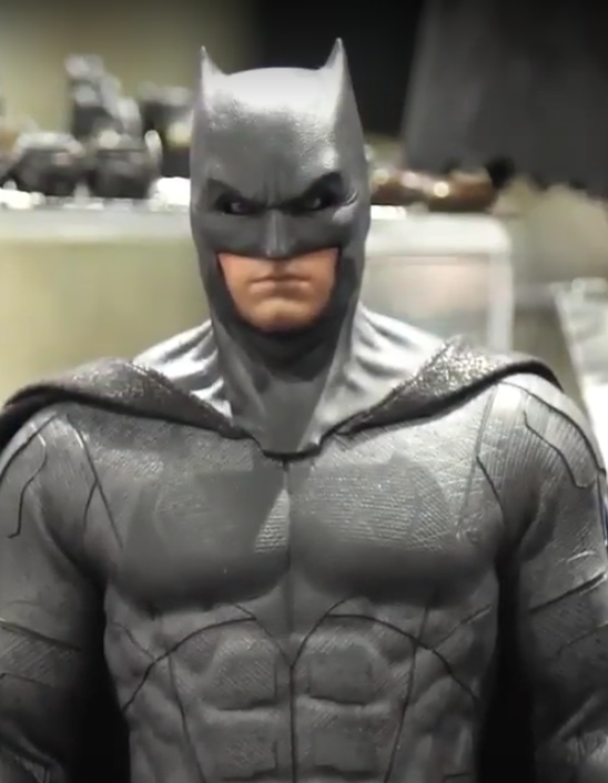 BATMAN HOT TOYS JUSTICE LEAGUE DELUXE VERSION SIXTH SCALE FIGURE - MMS