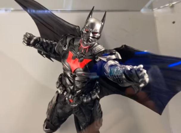 DC UNIVERSE ARKHAM ORIGINS GRAPNEL LAUNCHER REPLICA 35cm BATMAN