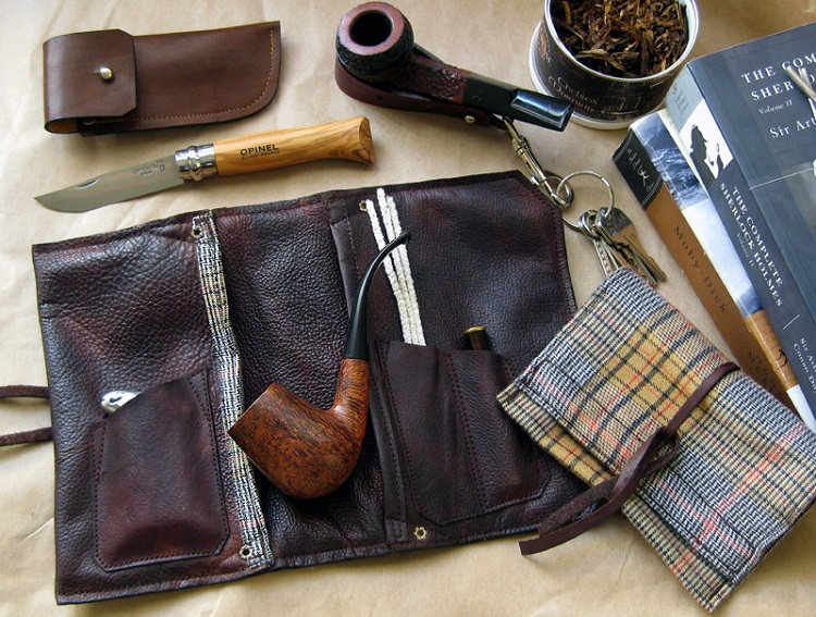 Pipe Smoking Accessories That Every Avid Pipe Smoker