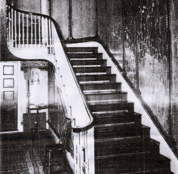 customer-stairs-similar-to-alexander-hamilton-house.jpg